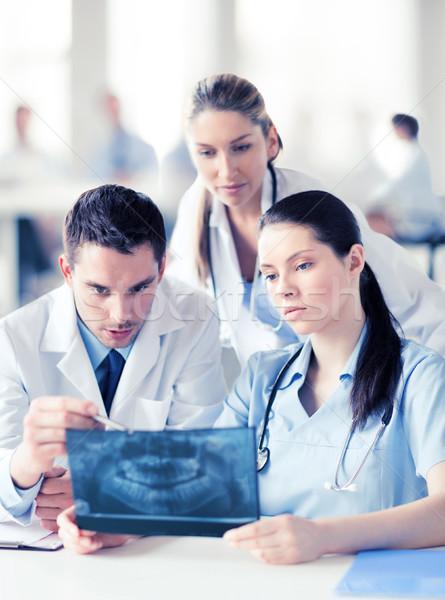グループ 医師 見える X線 医療 医療 ストックフォト © dolgachov