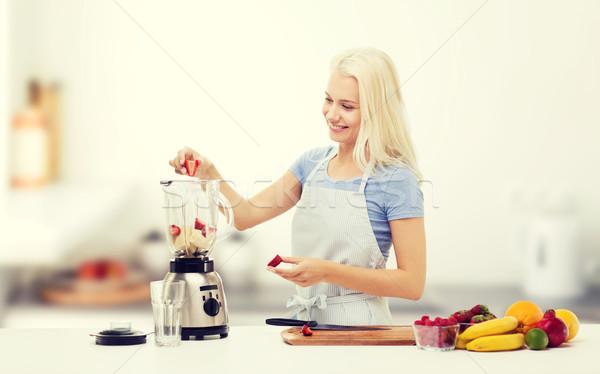 Сток-фото: улыбающаяся · женщина · Shake · приготовления