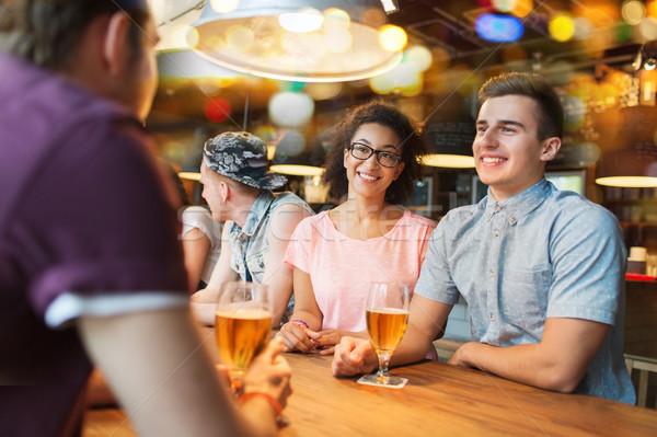 幸せ 友達 飲料 ビール 話し バー ストックフォト © dolgachov