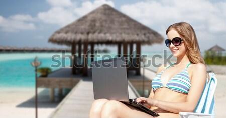 Feliz mujer gafas de sol bikini playa personas Foto stock © dolgachov