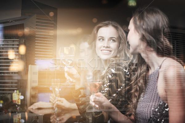 Stok fotoğraf: Mutlu · kadın · içecekler · gece · klübü · kutlama · arkadaşlar