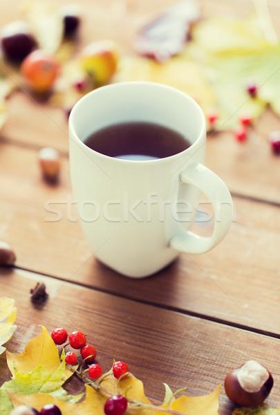 Közelkép teáscsésze asztal őszi levelek évszak ital Stock fotó © dolgachov