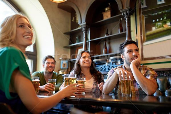друзей пива смотрят футбола Бар Паб Сток-фото © dolgachov