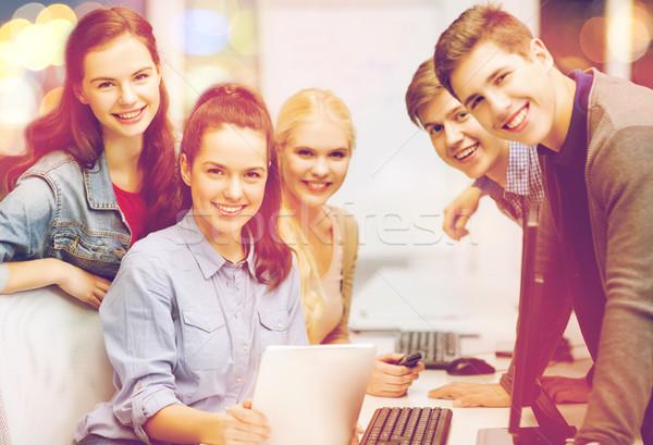 Diákok számítógépmonitor táblagép oktatás internet csoport Stock fotó © dolgachov