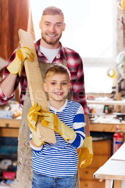 Fericit tata fiu lemn atelier familie Imagine de stoc © dolgachov