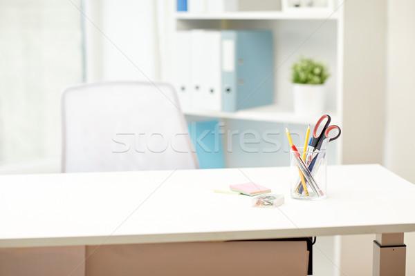 Artigos de papelaria tabela escritório interior negócio local de trabalho Foto stock © dolgachov