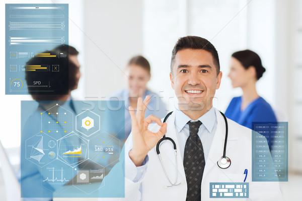 Glücklich Arzt Handzeichen Krankenhaus Stock foto © dolgachov