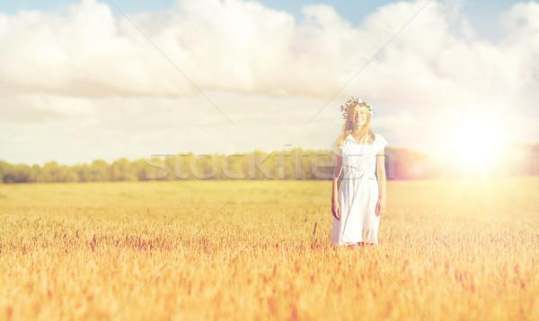 Stock fotó: Boldog · fiatal · nő · virág · koszorú · gabonapehely · mező