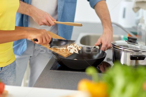 Paar koken voedsel home keuken Stockfoto © dolgachov