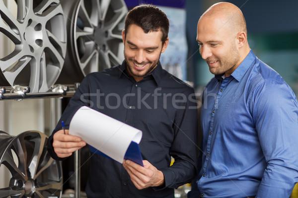 Klant verkoper auto dienst auto store Stockfoto © dolgachov