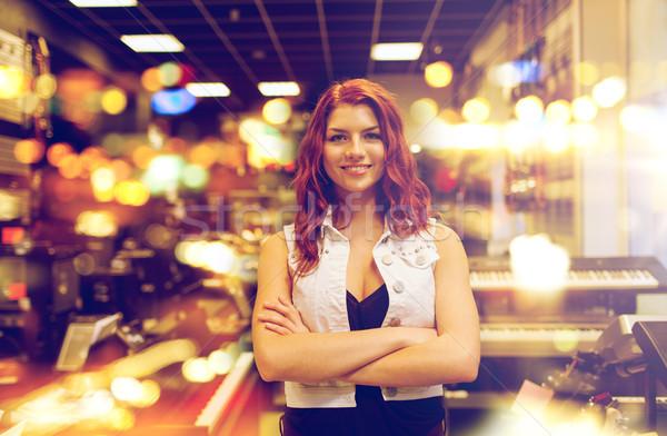 Glimlachend assistent klant muziek store mensen Stockfoto © dolgachov