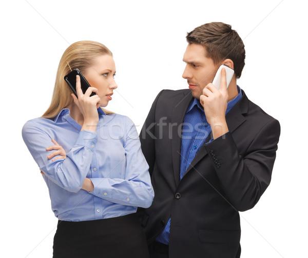 Man vrouw mobiele telefoons foto business kantoor Stockfoto © dolgachov
