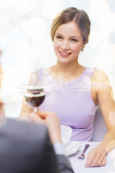 Guardando fidanzato marito ristorante Coppia Foto d'archivio © dolgachov