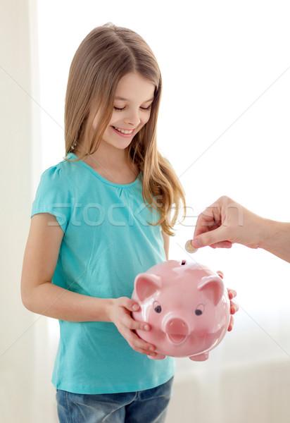 Souriant petite fille tirelire éducation famille Photo stock © dolgachov
