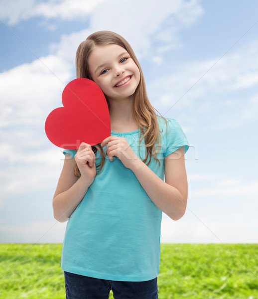 Gülen küçük kız kırmızı kalp sevmek mutluluk Stok fotoğraf © dolgachov