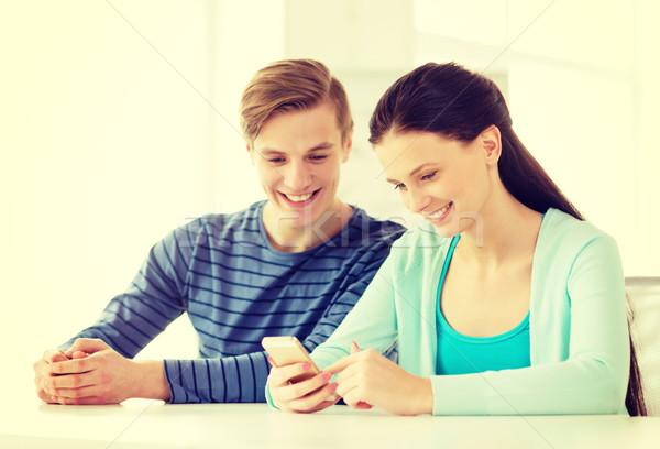 Dwa uśmiechnięty studentów smartphone szkoły edukacji Zdjęcia stock © dolgachov