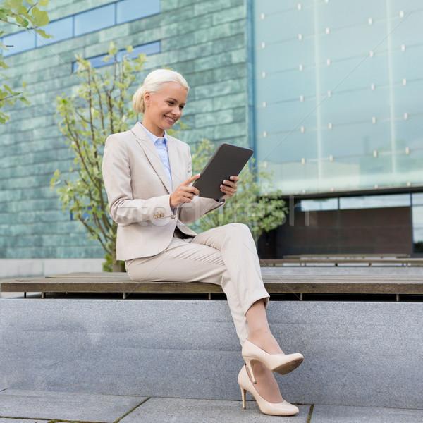 Сток-фото: улыбаясь · деловая · женщина · улице · бизнеса · образование
