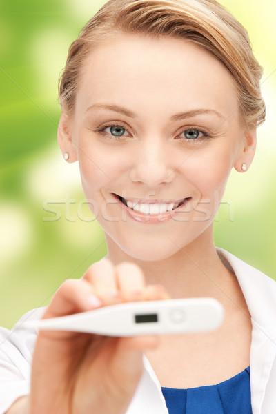 Feliz feminino médico cara termômetro pessoas Foto stock © dolgachov