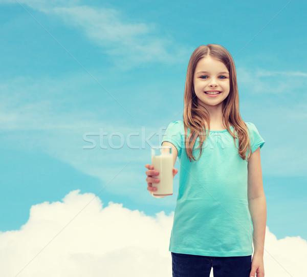 Sonriendo nina vidrio leche salud belleza Foto stock © dolgachov