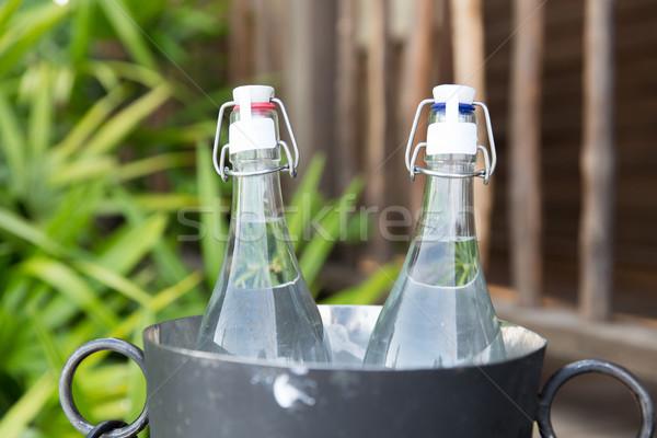 Paar water flessen ijs emmer hotel Stockfoto © dolgachov