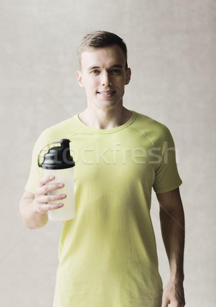 笑みを浮かべて 男 タンパク質 ぶれ ボトル スポーツ ストックフォト © dolgachov