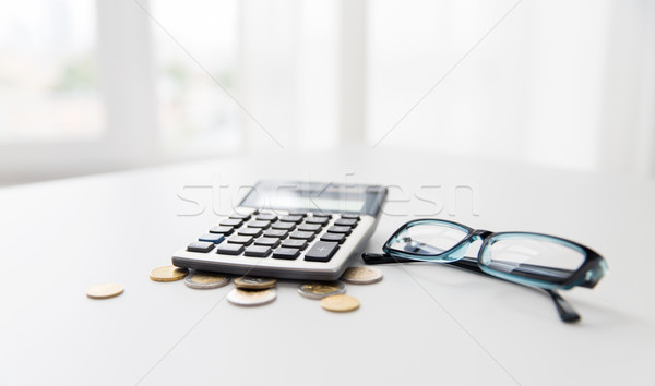 Calculator bril munten kantoor tabel financieren Stockfoto © dolgachov