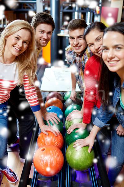 Heureux amis bowling club saison d'hiver personnes Photo stock © dolgachov