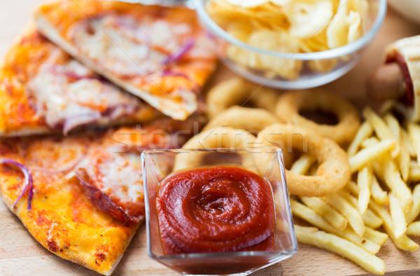 быстрого питания деревянный стол нездорового питания кетчуп Сток-фото © dolgachov