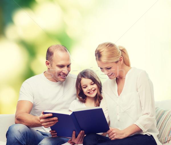 famille heureuse livre maison famille enfance cologie photo stock syda. Black Bedroom Furniture Sets. Home Design Ideas