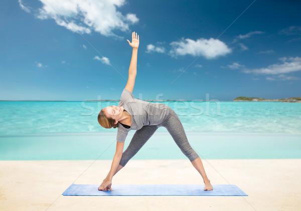 Kadın yoga üçgen poz uygunluk Stok fotoğraf © dolgachov