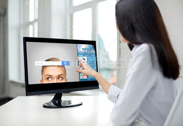 Mulher internet pesquisar computador pessoas de negócios Foto stock © dolgachov