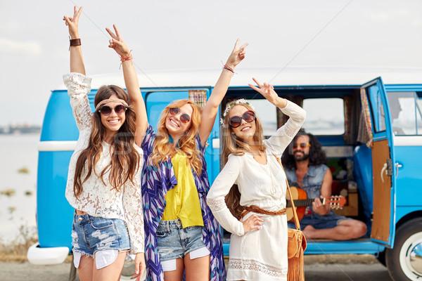 Felice hippie amici auto Foto d'archivio © dolgachov