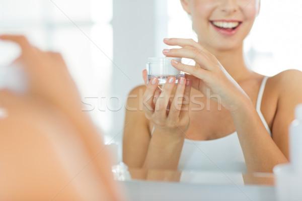 Feliz rostro de mujer crema bano belleza cuidado de la piel Foto stock © dolgachov