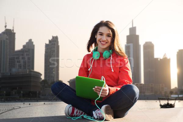 Feliz mulher jovem fones de ouvido tecnologia viajar Foto stock © dolgachov