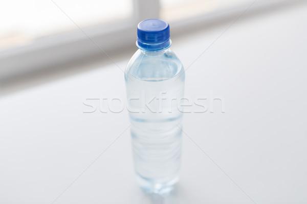 Butelki woda pitna tabeli recyklingu zdrowe odżywianie Zdjęcia stock © dolgachov