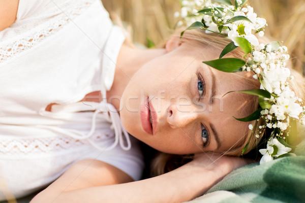 Gelukkig vrouw krans bloemen granen veld Stockfoto © dolgachov
