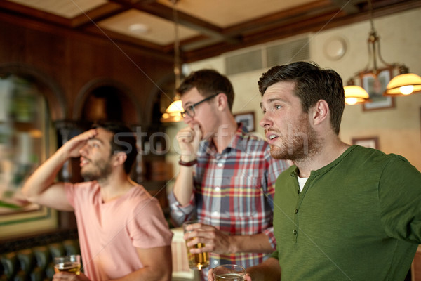 друзей пива смотрят спорт Бар Паб Сток-фото © dolgachov