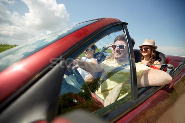 Feliz amigos condução cabriolé carro lazer Foto stock © dolgachov