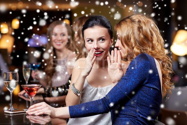 Glücklich Frauen Getränke Nachtclub Feier Freunde Stock foto © dolgachov