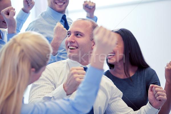 Foto d'archivio: Sorridere · uomini · d'affari · riunione · ufficio · business · lavoro · di · squadra