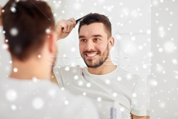 Gelukkig man haren kam badkamer schoonheid Stockfoto © dolgachov