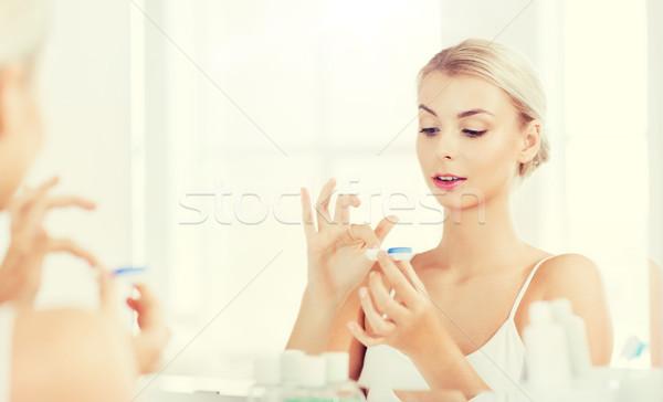 Młoda kobieta łazienka piękna wizji Zdjęcia stock © dolgachov
