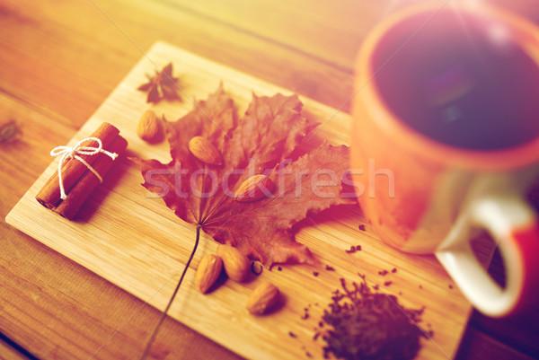 Cup tè foglia d'acero mandorla Foto d'archivio © dolgachov