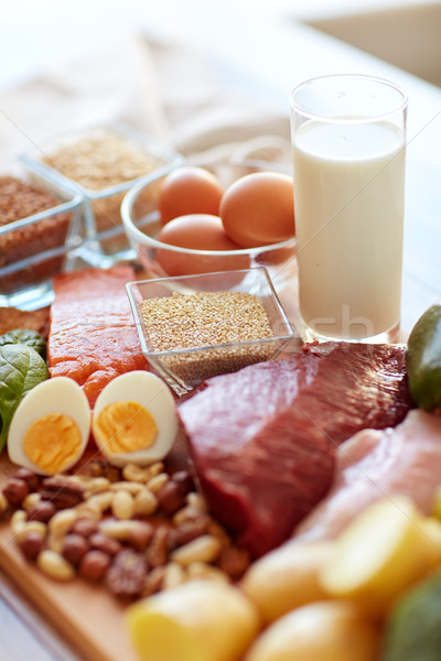 Natuurlijke eiwit voedsel tabel gezond eten dieet Stockfoto © dolgachov