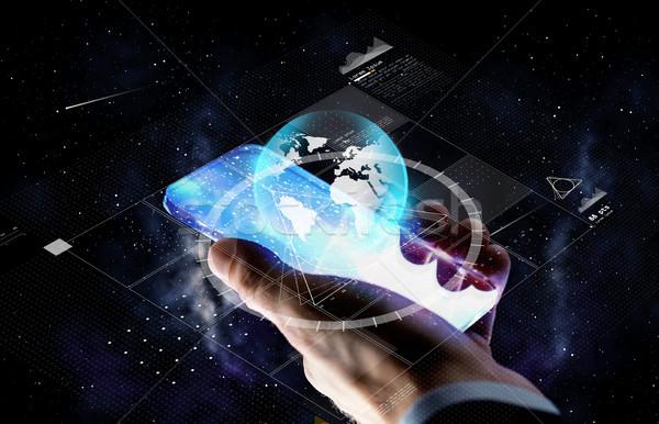 Hand smartphone aarde projectie zakenlieden toekomst Stockfoto © dolgachov