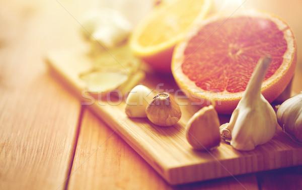 Fokhagyma grapefruit gyömbér narancs tábla hagyományos Stock fotó © dolgachov