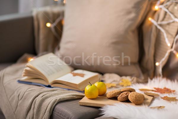 Citrons livre amande cookies canapé Photo stock © dolgachov