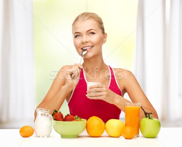Mangiare sano colazione foto donna alimentare Foto d'archivio © dolgachov