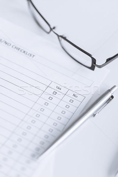 Questionnaire forme lunettes affaires bureau Photo stock © dolgachov