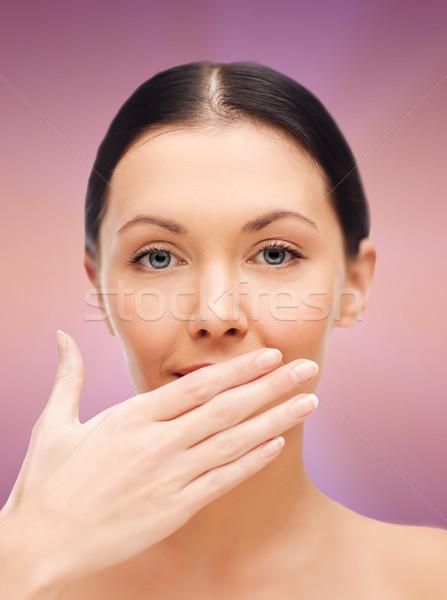 Gyönyörű nő befogja száját fürdő egészség szépség nő Stock fotó © dolgachov